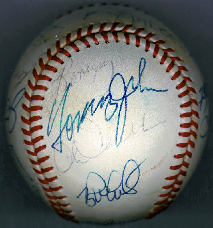 Image 4 for The New York Yankees - Autographed Signed Baseball Circa 1979 with co-signers - HFSID 136189