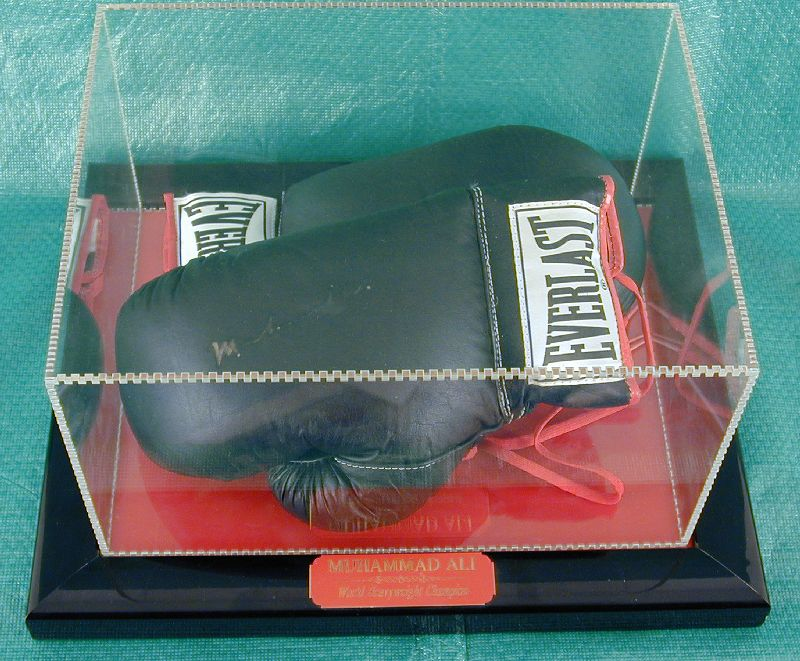 Image 1 for Muhammad 'The Greatest' Ali - Boxing Gloves Signed - HFSID 144975