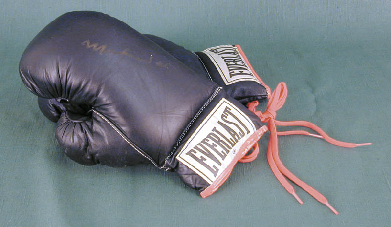 Image 3 for Muhammad 'The Greatest' Ali - Boxing Gloves Signed - HFSID 145763