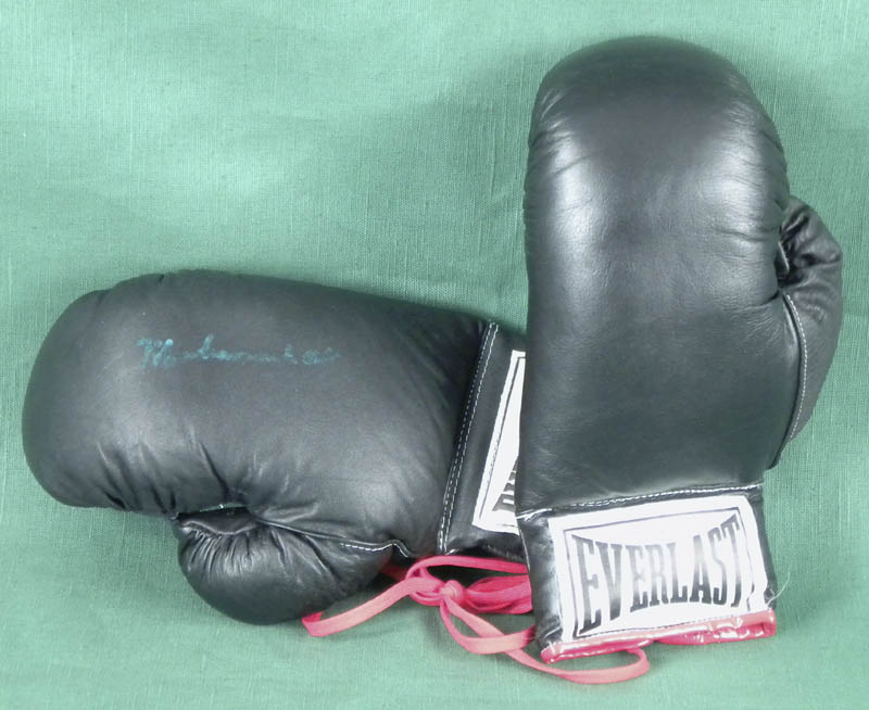Image 1 for Muhammad 'The Greatest' Ali - Boxing Gloves Signed - HFSID 145811