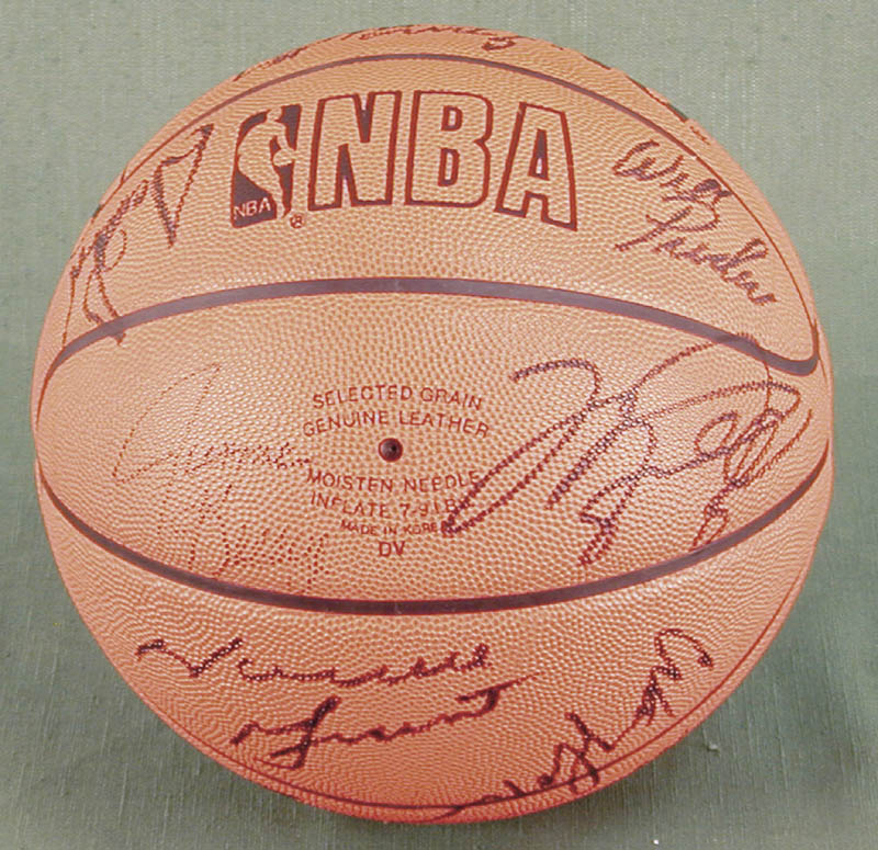 Image 3 for The Chicago Bulls - Basketball Signed Circa 1991 with co-signers - HFSID 167886