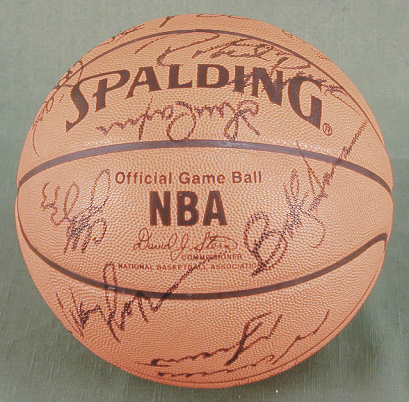 Image 4 for The Chicago Bulls - Basketball Signed Circa 1991 with co-signers - HFSID 167886