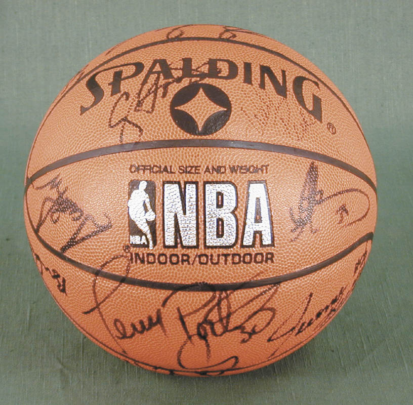 Image 4 for The Chicago Bulls - Basketball Signed Circa 1991 with co-signers - HFSID 167887