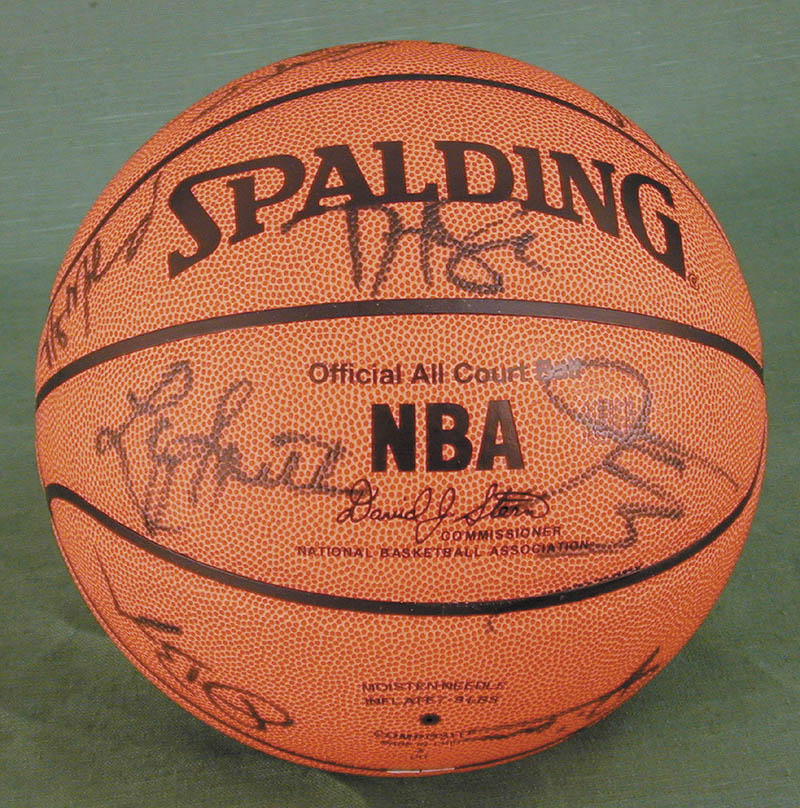 Image 4 for Atlanta Hawks - Basketball Signed Circa 2004 with co-signers - HFSID 270100