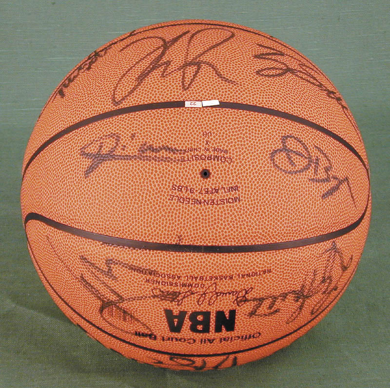 Image 5 for Atlanta Hawks - Basketball Signed Circa 2004 with co-signers - HFSID 270100