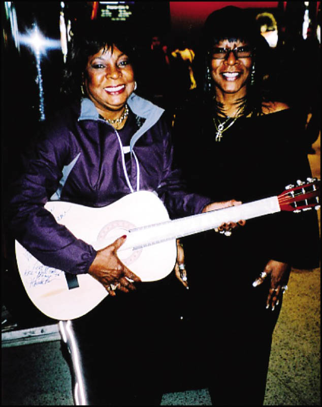 Image 3 for Martha Reeves & The Vandellas (Martha Reeves) - Guitar Signed co-signed by: Martha Reeves & The Vandellas (Sandra (Lois) Reeves) - HFSID 272577