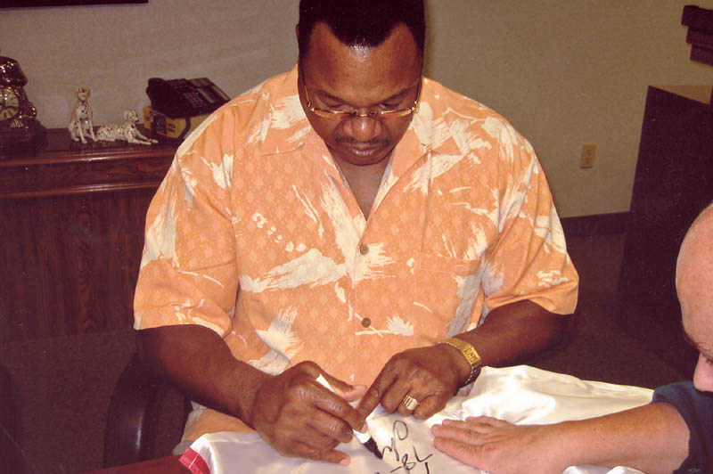 Image 3 for Larry Holmes - Boxing Trunks Signed - HFSID 272658