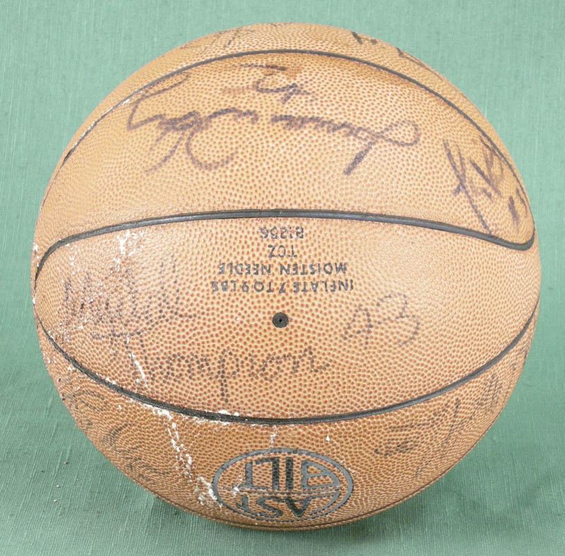 Image 3 for The Los Angeles Lakers - Basketball Signed with co-signers - HFSID 277134
