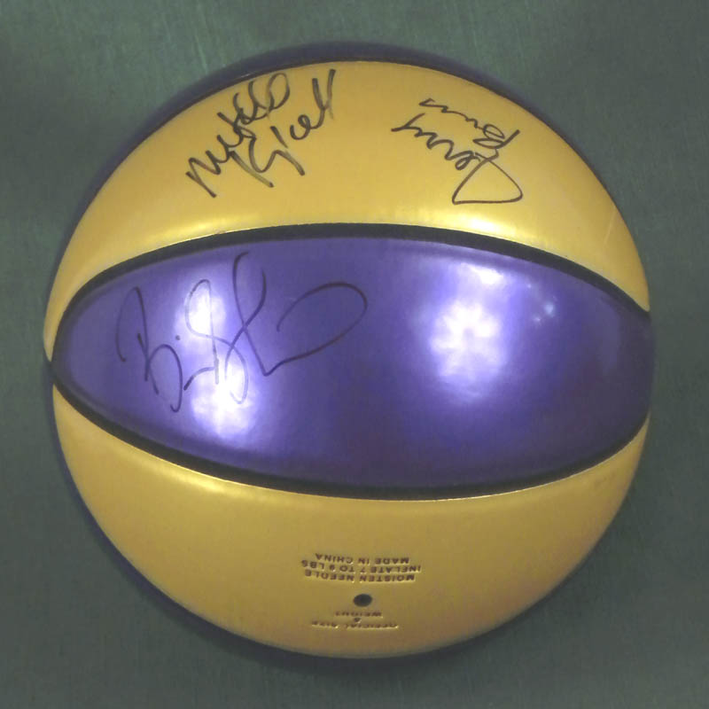 Image 3 for The Los Angeles Lakers - Basketball Signed co-signed by: Mitch Kupchak, Jerry Buss, Brian Shaw, Lamar Odom, Sasha Vujacic - HFSID 283969