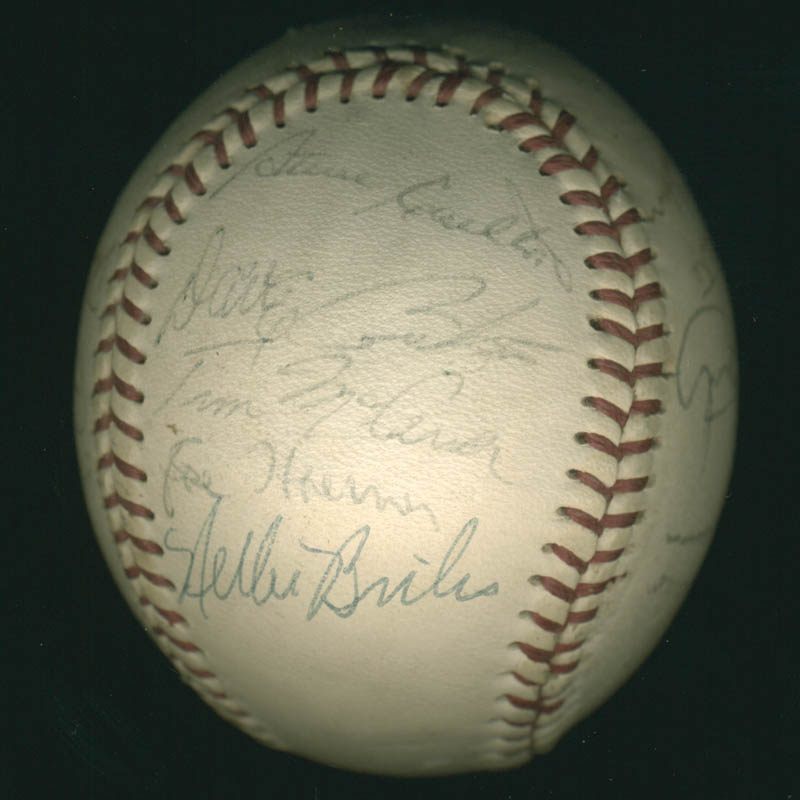 Image 6 for The St. Louis Cardinals - Autographed Signed Baseball with co-signers - HFSID 284366