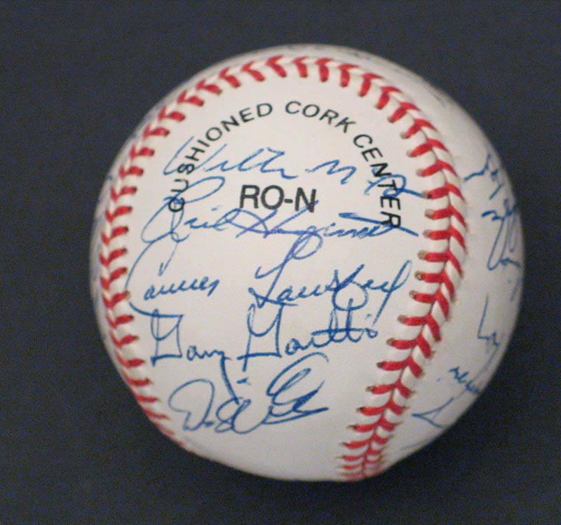Image 4 for The St. Louis Cardinals - Autographed Signed Baseball with co-signers - HFSID 292740