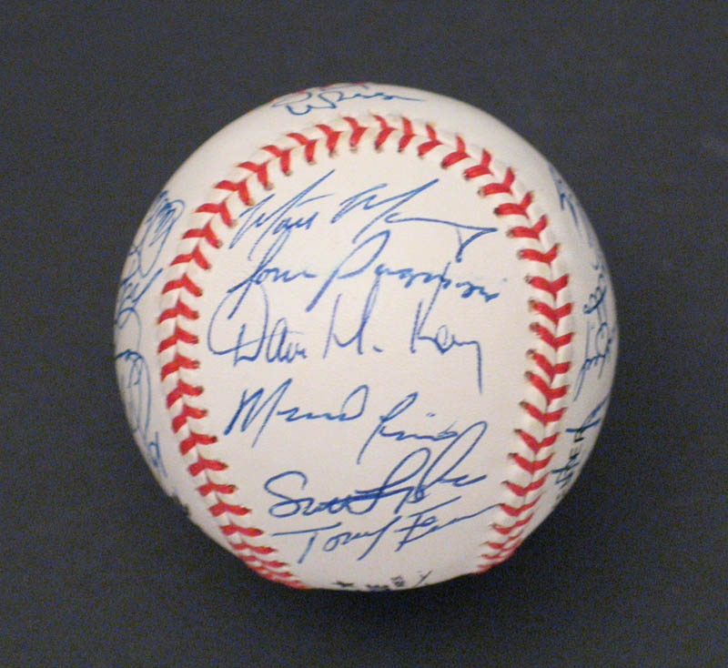 Image 6 for The St. Louis Cardinals - Autographed Signed Baseball with co-signers - HFSID 292740