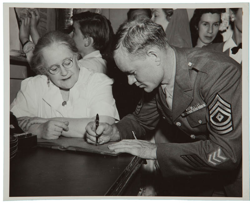 Image 26 for Hollywood Canteen - Book Signed with co-signers - HFSID 300234