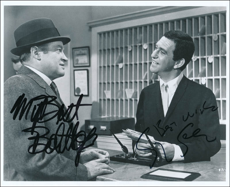 6468c992599 CRITIC S CHOICE MOVIE CAST - PHOTOGRAPH SIGNED CO-SIGNED BY  BOB HOPE