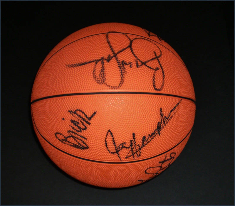 Image 4 for Milwaukee Bucks - Basketball Signed Circa 1991 with co-signers - HFSID 345681