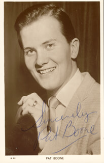 Autographs: PAT BOONE - PICTURE POST CARD SIGNED