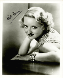 BETTE DAVIS - AUTOGRAPHED SIGNED PHOTOGRAPH