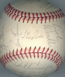 Autographs: THE CHICAGO WHITE SOX - BASEBALL SIGNED CIRCA 1980 CO-SIGNED BY: CLAUDELL WASHINGTON, ORLANDO THE BABY BULL CEPEDA, BRITT BURNS, BOBBY WINKS WINKLER, RICHARD WORTHAM, RICHARD DOT DOTSON, MARV FOLEY, KEN KRAVEC, BRUCE KIMM, TONY LARUSSA, ART KUSNYER, MIKE SPANKY SQUIRES, RANDY SCARBERY, WAYNE NORDHAGEN, GREG PRYOR, JIM MORRISON, LOREN R. BEE BEE BABE, THAD BOSLEY, KEVIN BELL, CHET LEMON, MIKE PROLY, ALAN BANNISTER