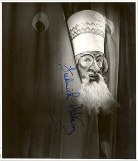 Autographs: SIR FREDERICK ASHTON - PHOTOGRAPH SIGNED