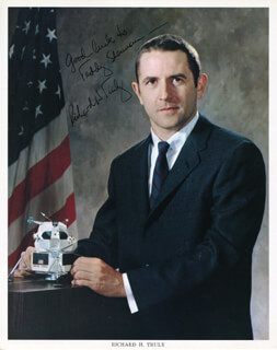 VICE ADMIRAL RICHARD H. TRULY - AUTOGRAPHED SIGNED PHOTOGRAPH