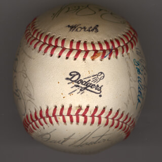 THE LOS ANGELES DODGERS - AUTOGRAPHED SIGNED BASEBALL CIRCA 1981 CO-SIGNED BY: TERRY FORSTER, MICKEY HATCHER, DUSTY BAKER, DERREL O. THOMAS, MIKE SCIOSCIA, BOBBY BOBO CASTILLO, STEVE HOWE, RICK SUTCLIFFE, BOB WELCH, REGGIE SMITH, BURT HAPPY HOOTON, JAY JOHNSTONE, RON CEY, FERNANDO VALENZUELA, STEVE GARVEY, DAVE GOLTZ