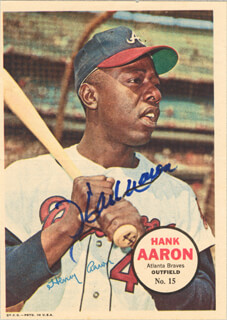 Autographs: HANK AARON - MAGAZINE PHOTOGRAPH SIGNED