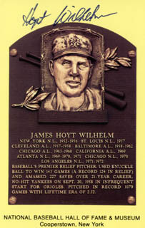 HOYT (JAMES) WILHELM - BASEBALL HALL OF FAME PLAQUE POSTCARD SIGNED
