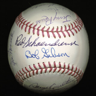 Autographs: THE ST. LOUIS CARDINALS - INSCRIBED BASEBALL SIGNED CIRCA 1969 CO-SIGNED BY: JOE TORRE, STEVE CARLTON, BOB GIBSON, PHIL GAGLIANO, JERRY ROLLS REUSS, MIKE TORREZ, MIKE MOONMAN SHANNON, RAY WASHBURN, JOE NOSSEK, VADA PINSON, STEVE HUNTZ, SANTIGO GUZMAN, LOU BROCK, JOE HOERNER, CHUCK TAYLOR, TIM McCARVER, RED SCHOENDIENST, DAL MAXVILL, BILL WHITE