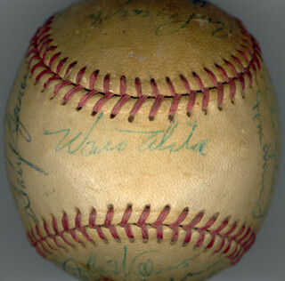 THE LOS ANGELES DODGERS - AUTOGRAPHED SIGNED BASEBALL CIRCA 1961 CO-SIGNED BY: FRANK HONDO HOWARD, TOMMY DAVIS, STAN BIG DADDY WILLIAMS, LARRY SHERRY, CLAY (CLAIBORNE H.) BRYANT, PETE REISER, JOHNNY ROSEBORO, NORM LARKER, DICK TURK FARRELL, GORDIE WINDHORN, GIL HODGES, RON PERRANOSKI, WALTER E. SMOKEY ALSTON, WALLY MOON, DON DRYSDALE, ROGER CRAIG, DARYL SPENCER