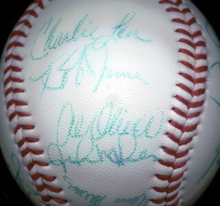 Autographs: THE MONTREAL EXPOS - BASEBALL SIGNED CIRCA 1982 CO-SIGNED BY: TIM ROCK RAINES, AL MR. SCOOP OLIVER, ANDRE HAWK DAWSON, BRAD MILLS, WARREN CROMARTIE, JOHN THE HAMMER MILNER, SCOTT SANDERSON, JEFF THE TERMINATOR REARDON, BRYN SMITH, BOB JAMES, CHARLIE LEA, DAN NORMAN, BILL GULLICKSON, STEVE ROGERS, CHRIS SPEIER