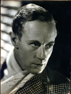 LESLIE HOWARD - AUTOGRAPHED INSCRIBED PHOTOGRAPH