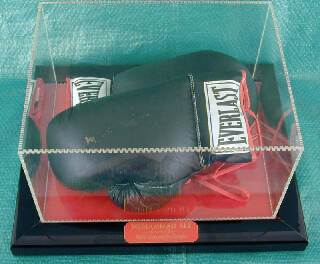 Autographs: MUHAMMAD THE GREATEST ALI - BOXING GLOVES SIGNED