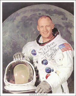 Autographs: COLONEL BUZZ ALDRIN - INSCRIBED PHOTOGRAPH SIGNED