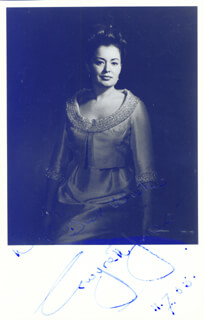 GWYNETH JONES - AUTOGRAPHED SIGNED PHOTOGRAPH