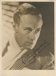 LESLIE HOWARD - AUTOGRAPHED SIGNED PHOTOGRAPH