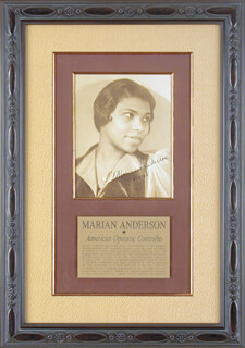 MARIAN ANDERSON - AUTOGRAPHED SIGNED PHOTOGRAPH 11/11/1940