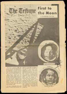 Autographs: NEIL ARMSTRONG - NEWSPAPER PHOTOGRAPH SIGNED CIRCA 1969