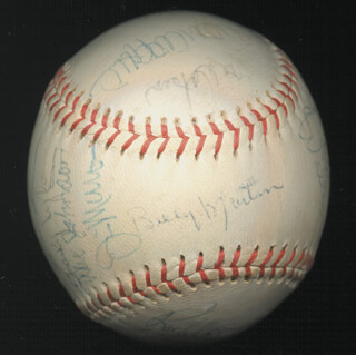 Autographs: THE NEW YORK YANKEES - BASEBALL SIGNED CIRCA 1975 CO-SIGNED BY: BOBBY BONDS, MEL STOTTLEMYRE, CHRIS CHAMBLISS, RICK SAWYER, WALT NO-NECK WILLIAMS, GEORGE DOC MEDICH, JUNIOR (CLOYD V.) BOYER, ALEX JOHNSON, RICK BLADT, LARRY GURA, SPARKY LYLE, PAT DOBSON, ED HERRMANN, ED BRINKMAN, RICH COGGINS, GRAIG NETTLES, BILLY MARTIN, THURMAN MUNSON, JIM MASON, SANDY ALOMAR SR., RICK DEMPSEY, RUDY MAY