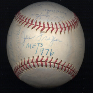Autographs: THE NEW YORK METS - ANNOTATED BASEBALL SIGNED CIRCA 1976 CO-SIGNED BY: JOE TORRE, EDDIE THE WALKING MAN YOST, JOHN THE HAMMER MILNER, ROY STAIGER, LEON BROWNIE BROWN, JOE COBRA JOE FRAZIER, BRUCE ARMAND BOISCLAIR, KEN SANDERS, RICK BALDWIN, BOB MYRICK, MIKE PHILLIPS, JERRY KOOSE KOOSMAN, FELIX THE CAT MILLAN, JOE PIGNATANO, RON HODGES, DAVE KINGMAN, ED KRANEPOOL, WAYNE GARRETT, BUD HARRELSON, MICKEY LOLICH, JON MATLACK, DEL UNSER, BOB APODACA, SKIP LOCKWOOD, ROY McMILLAN, JERRY GROTE, TOM TOM TERRIFIC SEAVER