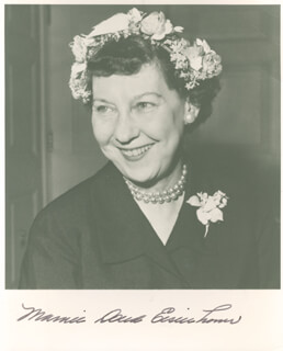 FIRST LADY MAMIE DOUD EISENHOWER - AUTOGRAPHED SIGNED PHOTOGRAPH