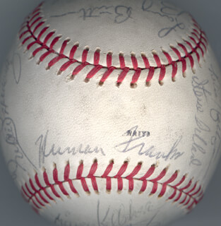 Autographs: THE CHICAGO CUBS - BASEBALL SIGNED CIRCA 1979 CO-SIGNED BY: RICK BIG DADDY REUSCHEL, BRUCE SUTTER, KENNY HOLTZMAN, TIM BLACKWELL, JERRY L. MARTIN, WILLIAM H. CAUDILL, MIKE VAIL, DENNIS P. LAMP, MIKE KRUKOW, WILLIE HERNANDEZ, LYNN MCGLOTHEN, STEVE DILLARD, MICKEY KELLEHER, BILL BILLY BUCKS BUCKNER, SCOT THOMPSON, DONNIE MOORE, RAY BURRIS, LARRY BIITTNER, HERMAN FRANKS, DAVE KINGMAN, STEVE ONTIVEROS, TED SIZEMORE, BOBBY MURCER, BARRY FOOTE