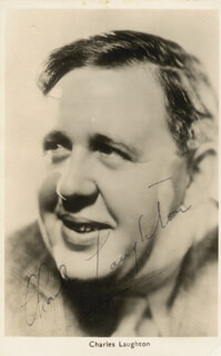 Autographs: CHARLES LAUGHTON - PICTURE POST CARD SIGNED