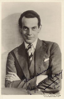 RAYMOND MASSEY - PICTURE POST CARD SIGNED 1931