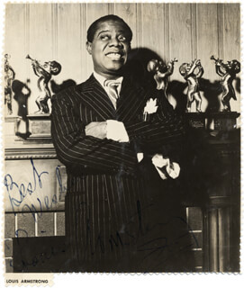 Autographs: LOUIS SATCHMO ARMSTRONG - MAGAZINE PHOTOGRAPH SIGNED