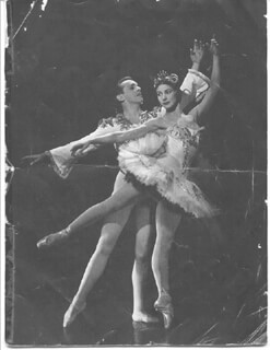 DAME MARGOT FONTEYN - PROGRAM SIGNED CIRCA 1950 CO-SIGNED BY: ROBERT HELPMANN