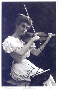 Autographs: MARIE HALL - PICTURE POST CARD SIGNED 1909