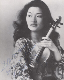 KYUNG WHA CHUNG - AUTOGRAPHED INSCRIBED PHOTOGRAPH