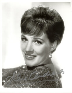 JULIE ANDREWS - AUTOGRAPHED SIGNED PHOTOGRAPH  - HFSID 154149