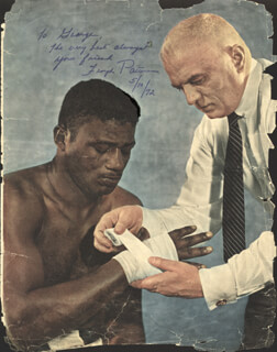FLOYD PATTERSON - INSCRIBED MAGAZINE PHOTO SIGNED 05/10/1972