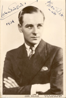 SIR JOHN GIELGUD - PICTURE POST CARD SIGNED 1934